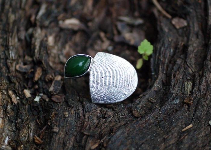 Sepia-Ring mit Chrysopras
