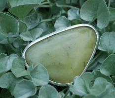Der dekorative Farbstein-Ring