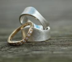 Das elterliche Geschenk- ein Goldring bekommt Verstärkung