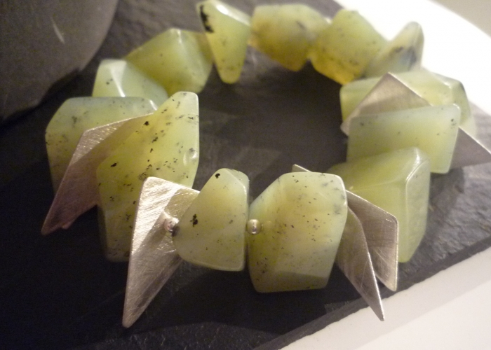 Armband aus Jade,mit Silberelementen