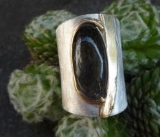 Breiter Ring,mit Turmalinquarz und Goldakzent