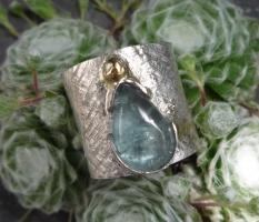Silberring mit Aquamarintropfen, und Goldeffekt