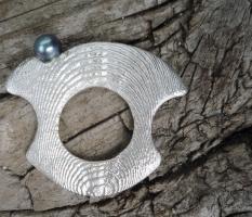 Dünner Ossa Sepia-Ring mit edler Perle