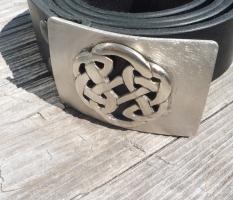 Gurtschnalle mit keltischem Knoten